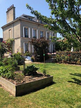Lion-sur-mer, Prancis: Les carrés potagers et la maison