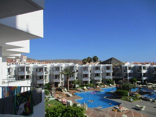 Zwembad Op Balkon : Vanaf het balkon zicht op het zwembad picture of hg tenerife sur