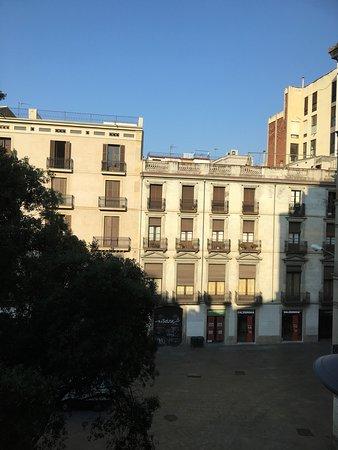 Catalonia Catedral: Vue de notre chambre sur la Carrer Del Arcs