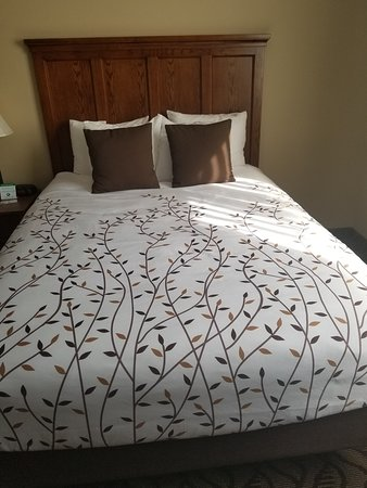 Orofino, ID: Embroiered bedspread
