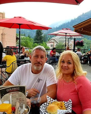 Gold Belt Bar and Grill: Burgers on the patio