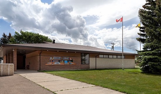 Redcliff public library exterior