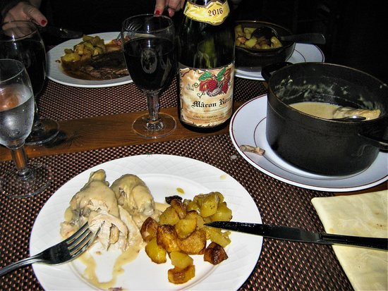 Chissey-les-Macon, France: Köstliche Hauptgerichte:Bavette a l'aloyeau , Hühnchen in Cremesauce