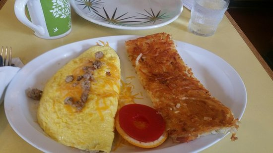 Laurie's Breakfast Cafe: Omelet and hashbrowns