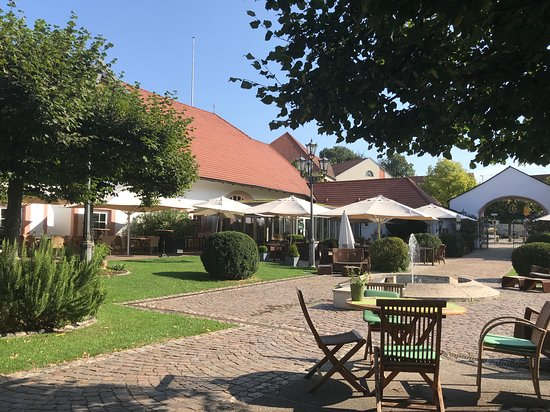 Hotel Schloss Reinach : Innenhof