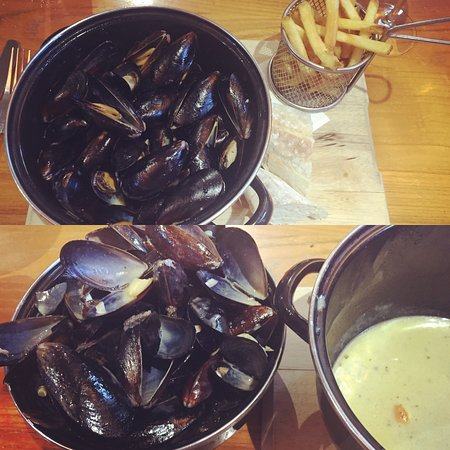 Broad Hinton, UK: A kilo of mussels...done!