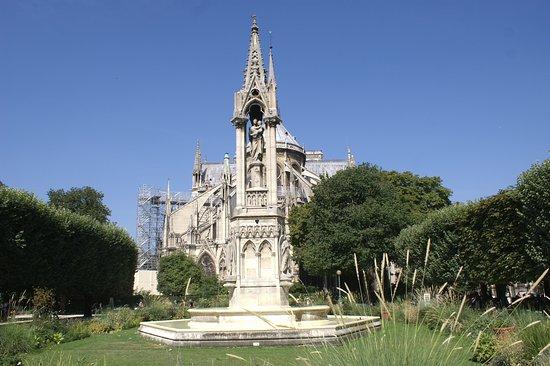 Fontaine de la Vierge