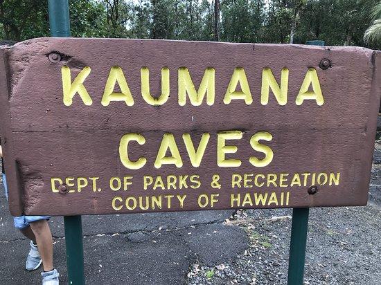 Kaumana Caves Park: Street signage