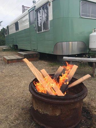 Seaview, WA: Fire pit with next door trailer.