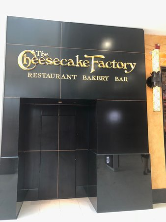 The Cheesecake Factory: Outside