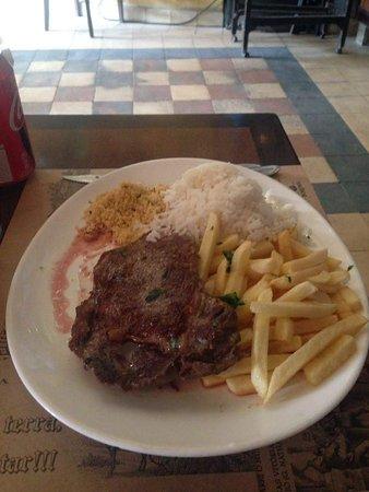 Paraty 33: Contra file com arroz, fritas e farofa (estava muitoooo bom)