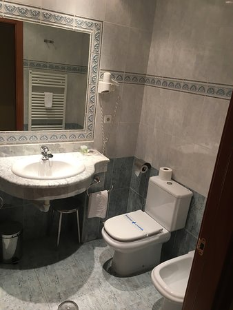 Yuncos, Spain: Bad mit Bidet