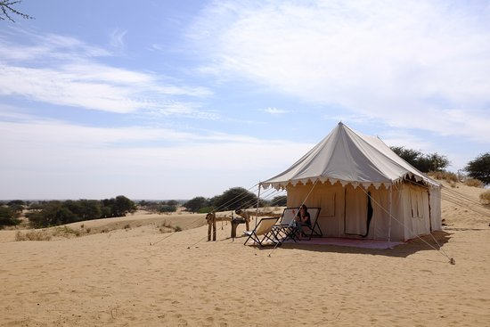 Pokaran, Indien: Luxuries Swiss Tent Desert Views Guest doing relax