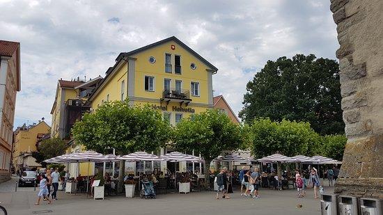 Hotel Helvetia : Außenansicht mit Terrasse