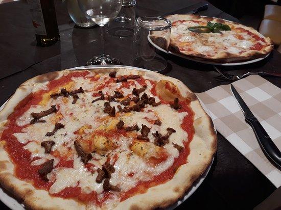 Temu, Itália: Pizze ai finferli e con mozzarella di bufala