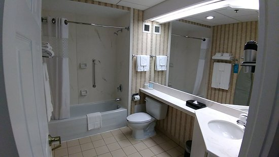 Hampton Inn by Hilton Ottawa: P_20180804_180037_large.jpg