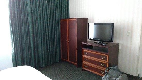 Hampton Inn by Hilton Ottawa: P_20180804_180416_large.jpg