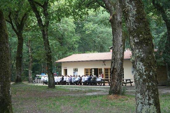Commensacq, France: Repas de groupe, sur la base de Mexico Loisirs dans les Landes