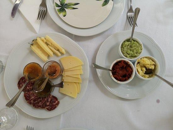 La Manna Di Zabbra Restaurant: formaggi con speciali marmellate, salami, creme