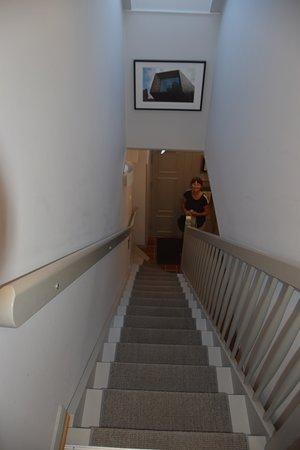 هوتل أوسكار: Trappe til værelserne overpå