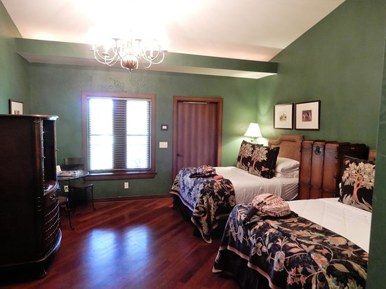 Sundy House: The Allspice room