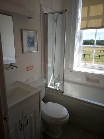 Little Weighton, UK: Our bathroom (nice & clean)