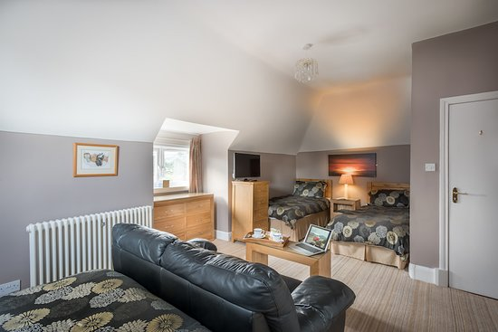 St Michaels, UK: Large family room on 2nd floor, en suite with shower