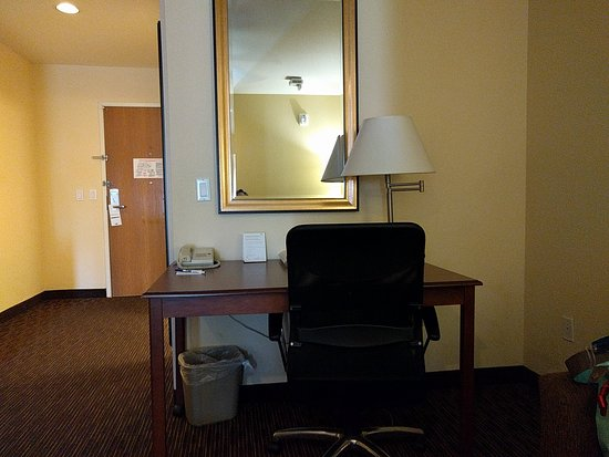 Holiday Inn Express Hotel and Suites Scottsdale - Old Town: Desk Area