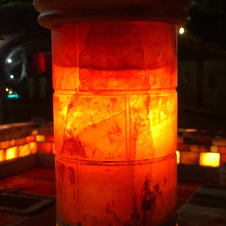 Khewra, ปากีสถาน: Very nice lighting in the mine.