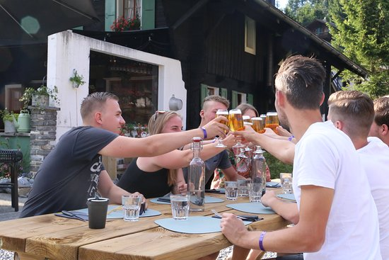 Morgins, Suisse : Our terrace outside has plenty of space for big groups!