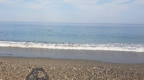 Siderno Marina, Italy: Mare incredibilmente sporco é evidente che ni funzionani i depuratori che scempio che superficia