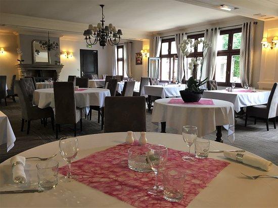 Le Tour-du-Parc, Γαλλία: Vue partielle de la salle de restaurant