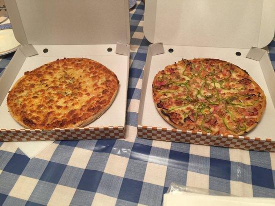Acebo, Hiszpania: pizza de queso y jálama