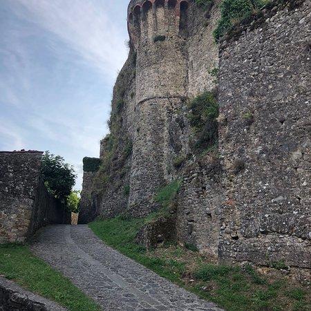 Borgo Medievale di Castiglione di Garfagnana: Prachtig plek om te bezoeken, je waant je terug in de tijd. Weinig toeristen en wat een stilte.