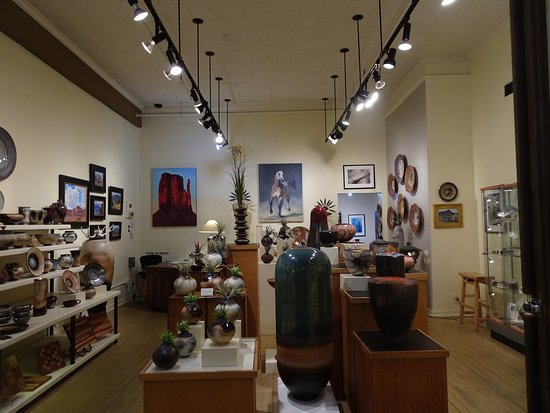 Krieger Marcusen Gallery: Art gallery of ceramic masterpieces