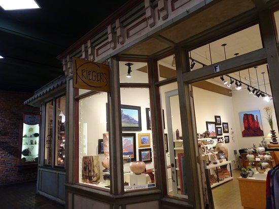 Krieger Marcusen Gallery: Along the alleyway path