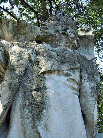 Monument A Leon Gambetta