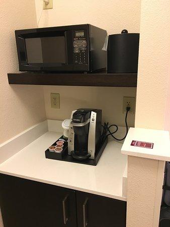 Hilton Garden Inn Cupertino: Frigobar, máquina de café e microondas