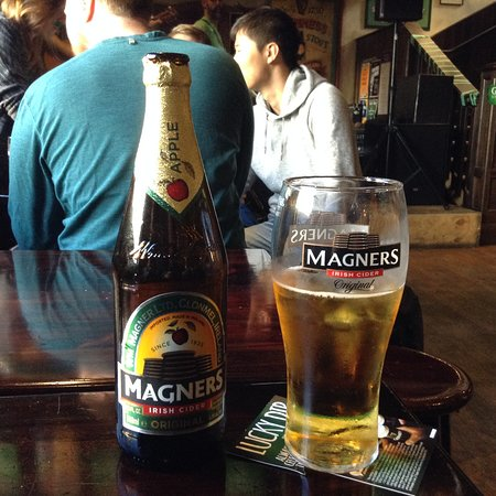 The Bog Irish Bar : tall and cold