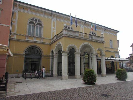 Горица, Италия: teatro Verdi