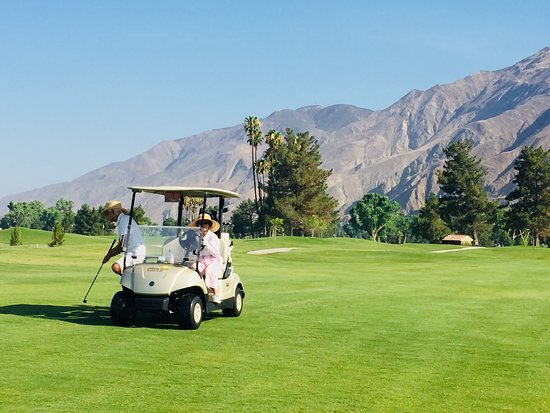 San Jacinto, CA: nicely manicured fairways and greens