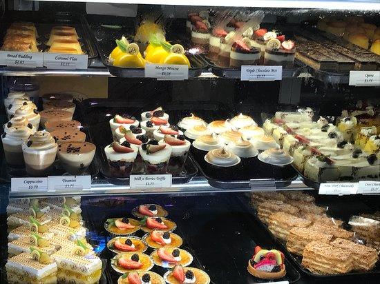 Porto's Bakery & Cafe: Pastry varieties