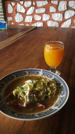 Tuktuk Siadong, Indonesia: Fresh orange Juice and Noodle soup,,, Good for B/fast.