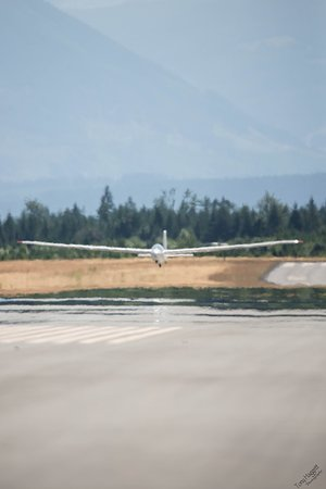 Vancouver Island Soaring Centre: Landing