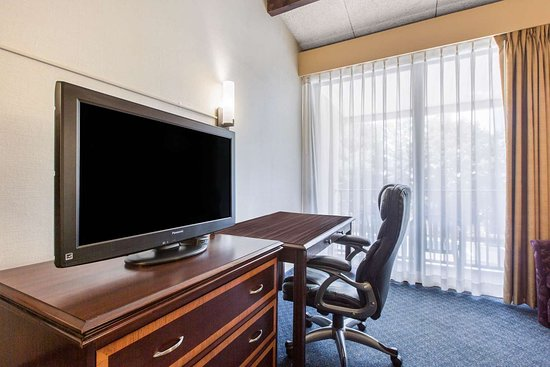 Middletown, NJ: Guest room with added amenities