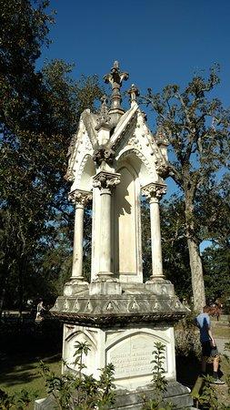 Bonaventure Cemetery: Intricate memorials