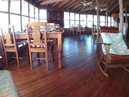 Mango Creek Lodge: dining area