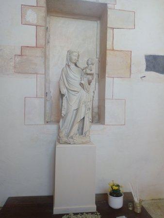Chateauneuf, Francia: Statue de la vierge dans l'église.