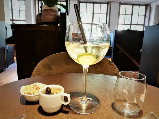 Westerlo, Belgium: Drink of the house - aperitive maison