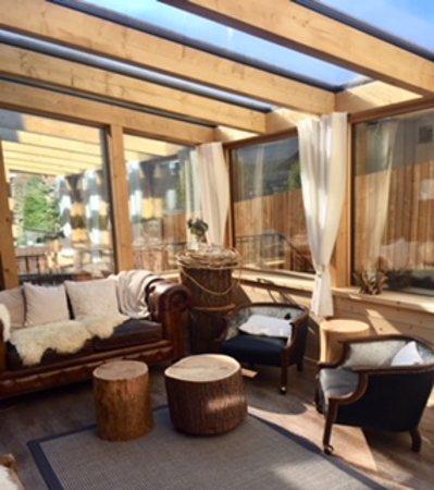 La Punt-Chamues-ch, Switzerland: Veranda per una bibita prima o dopo cena